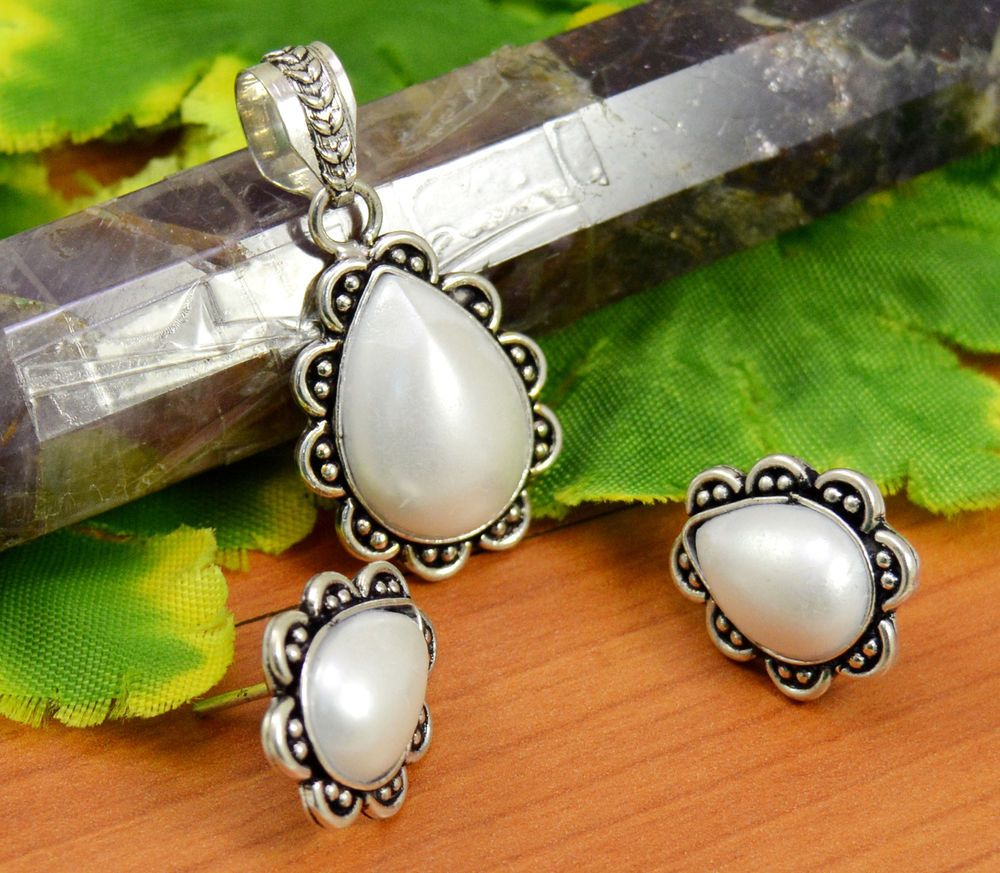 Natural pearl gemstone silver plated design pendant earrings set