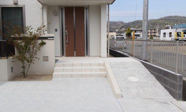 玄関 外構の段差解消スロープや階段のリフォーム工事費用は 玄関