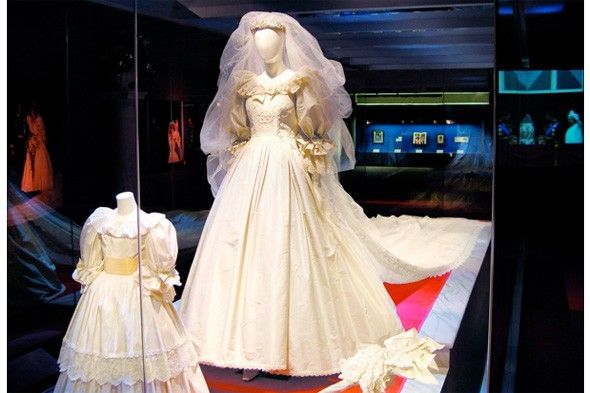Wedding Dress From The Princess Diana Exhibition In America Saw It At Mall Of America Princess Diana Wedding Princess Diana Dresses Diana Wedding