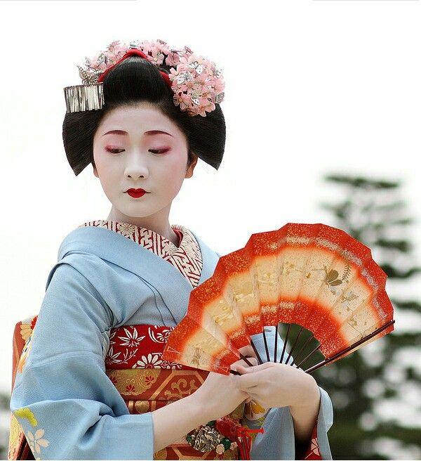 Geisha pale blue