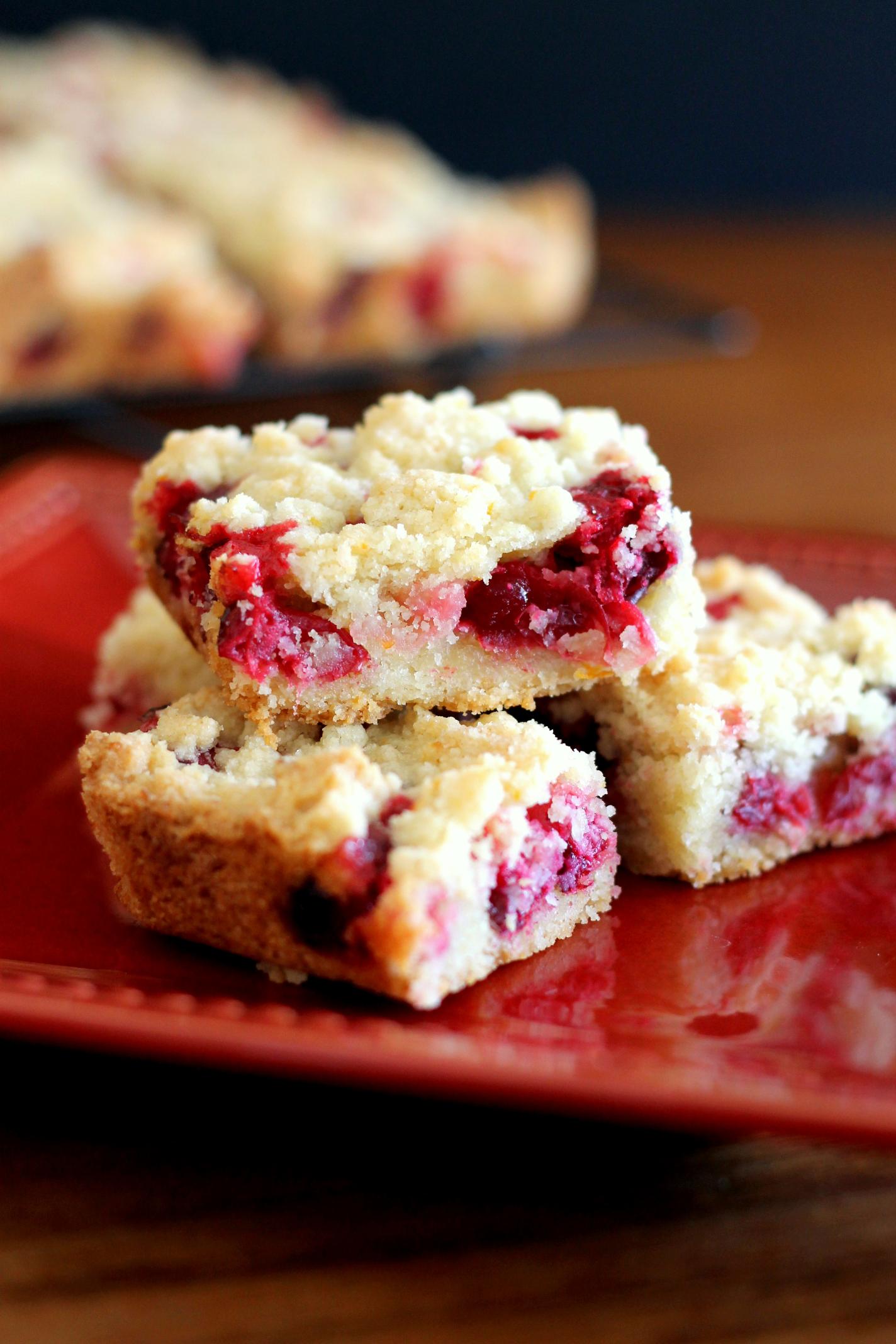 Cranberry Crumb Bars | Bakerita... because I LOVE cranberries! Excellent winter dessert!