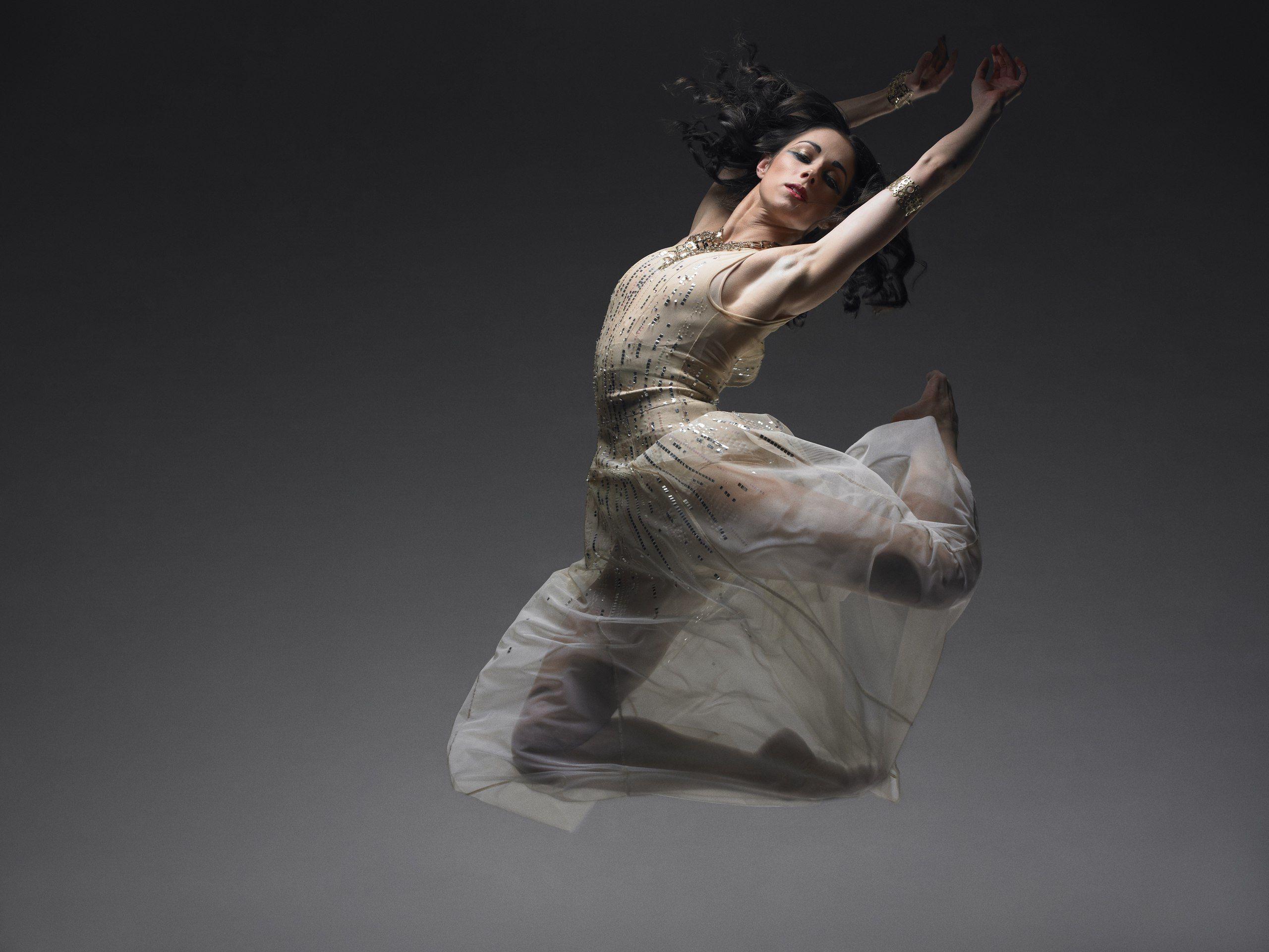 Картинки танцующая девушка, папы сыну днем