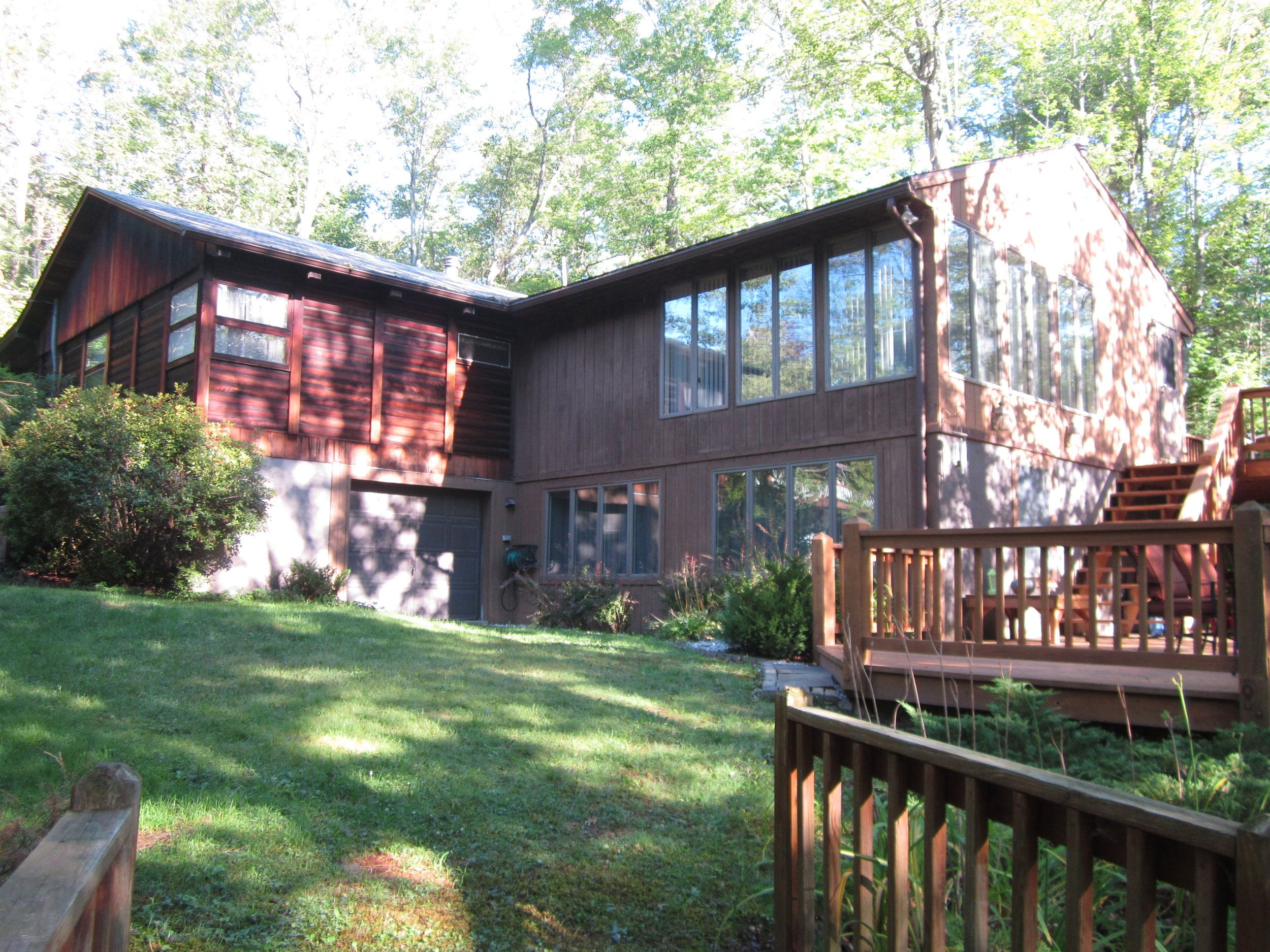 Book these quaint ranch style home in lake wallenpaupack