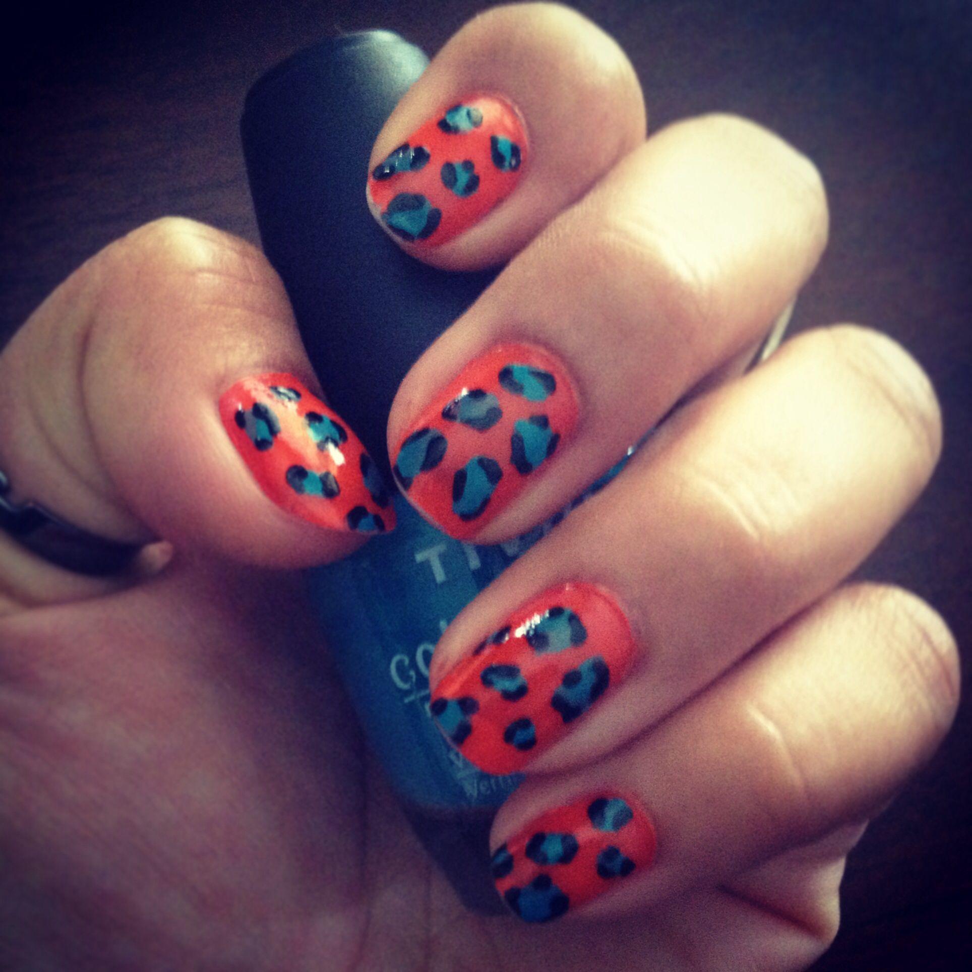 My first attempt at Leopard Print Nails :)   Leopard print