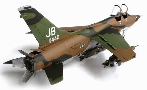 Trumpeter S 1 32 Scale Republic F 105g Thunderchief Wild Weasel Weasel Model Airplanes Ancient War