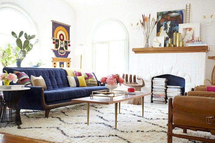 Mid Century Stil Wohnzimmer Couchtisch Ledersessel Blaues Sofa  Hochflorteppich