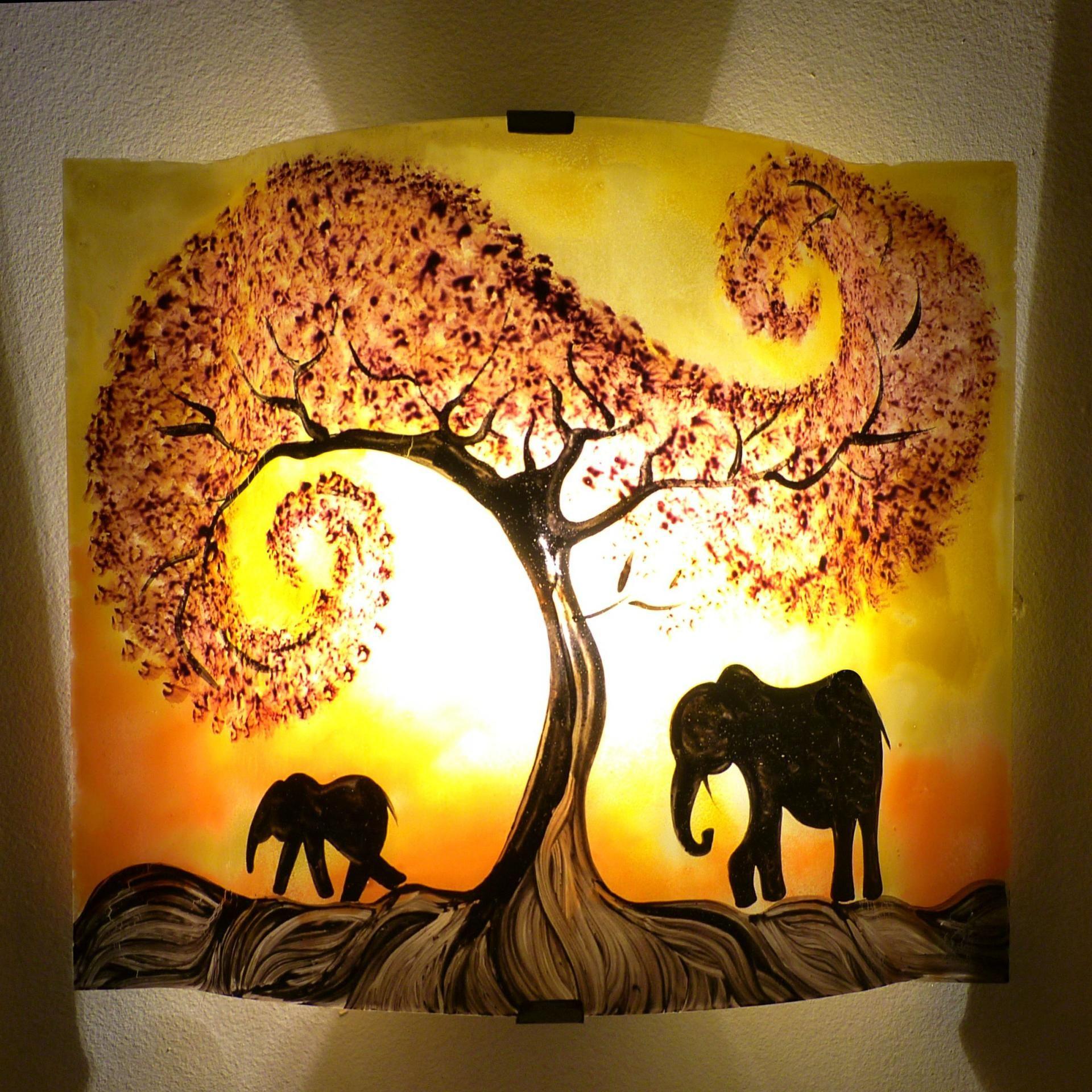 applique murale luminaire jaune et orange motif l phant luminaire peinture sur verre. Black Bedroom Furniture Sets. Home Design Ideas