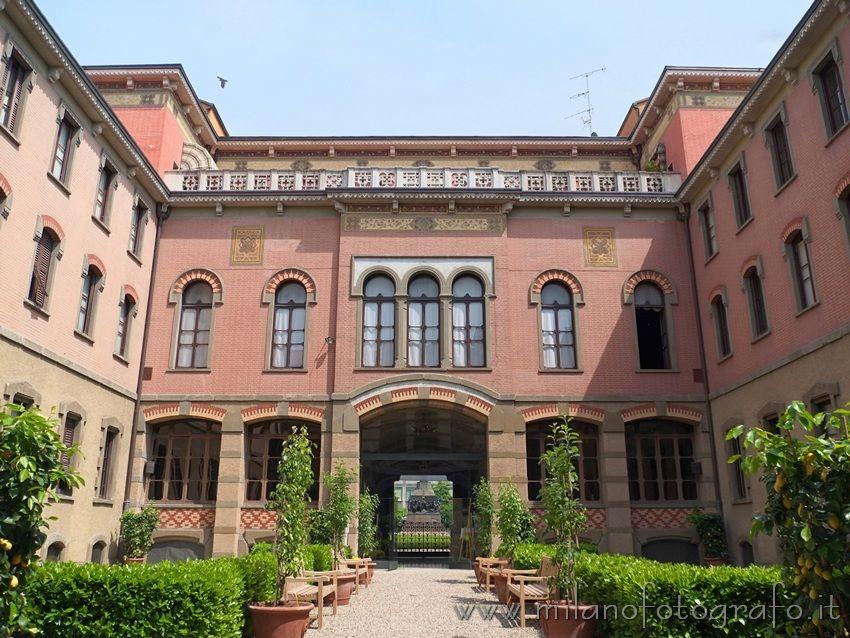 Milan (Italy): Internal court of House Verdi