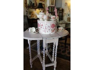 SMALL SHABBY CHIC BARLEY TWIST DROP LEAF TABLE PAINTED DISTRESSED PALE PINK Coventry Picture 1