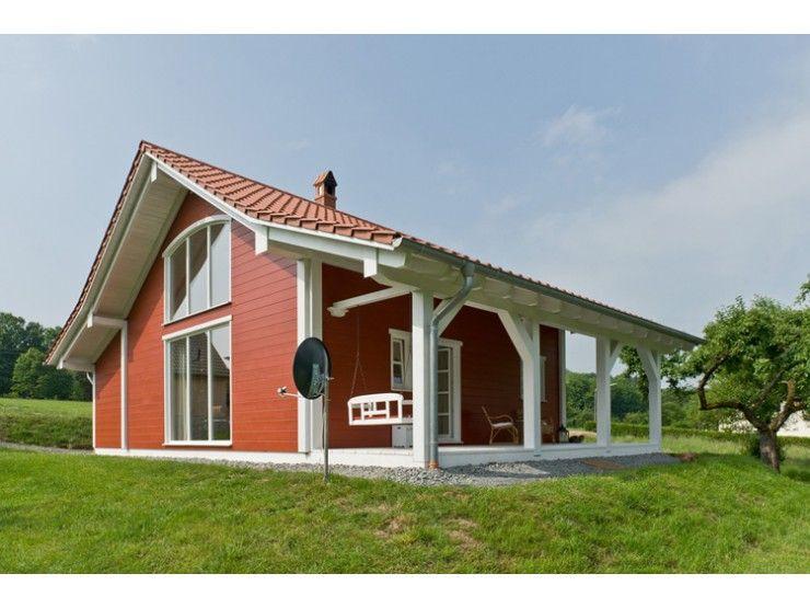 ein kleines energiesparendes blockhaus mit einer seitlichen veranda traumhaus haustypen. Black Bedroom Furniture Sets. Home Design Ideas