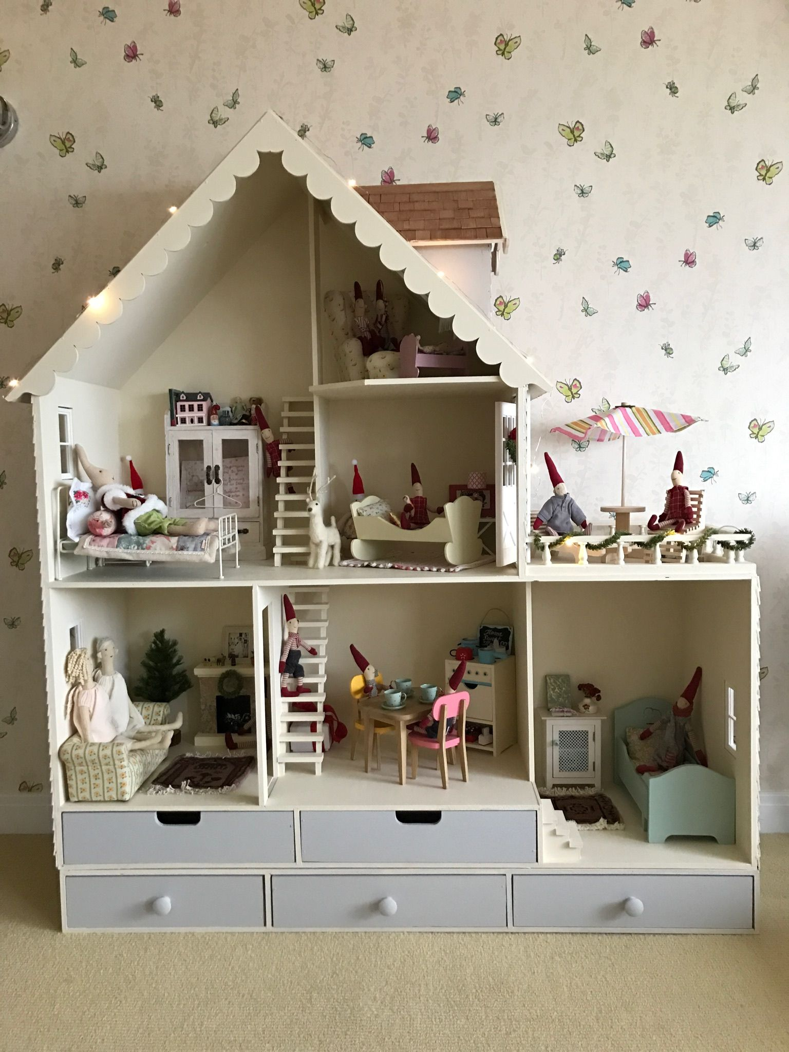 Chicagoean Decorates Martin Dollhouse Country Dollhouse