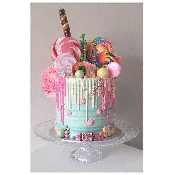 24 epische Makronengeburtstagskuchen-Ideen, die Ihre nächsten Geburtstagsfeiern inspirieren   – Cakes