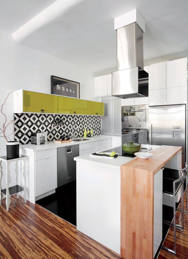 une petite cuisine aux accents pop d cormag cuisines d cormag pinterest petite cuisine. Black Bedroom Furniture Sets. Home Design Ideas