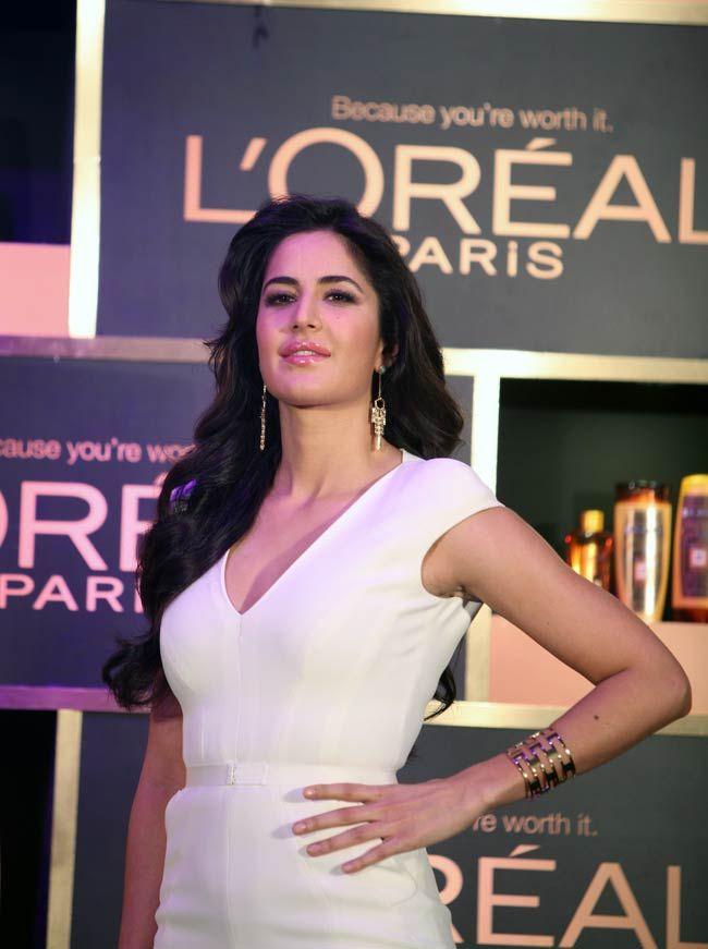 Queen Of Endorsements Katrina Kaif Casts A Spell In All White Avatar Katrina Kaif Katrina Kaif Photo Katrina