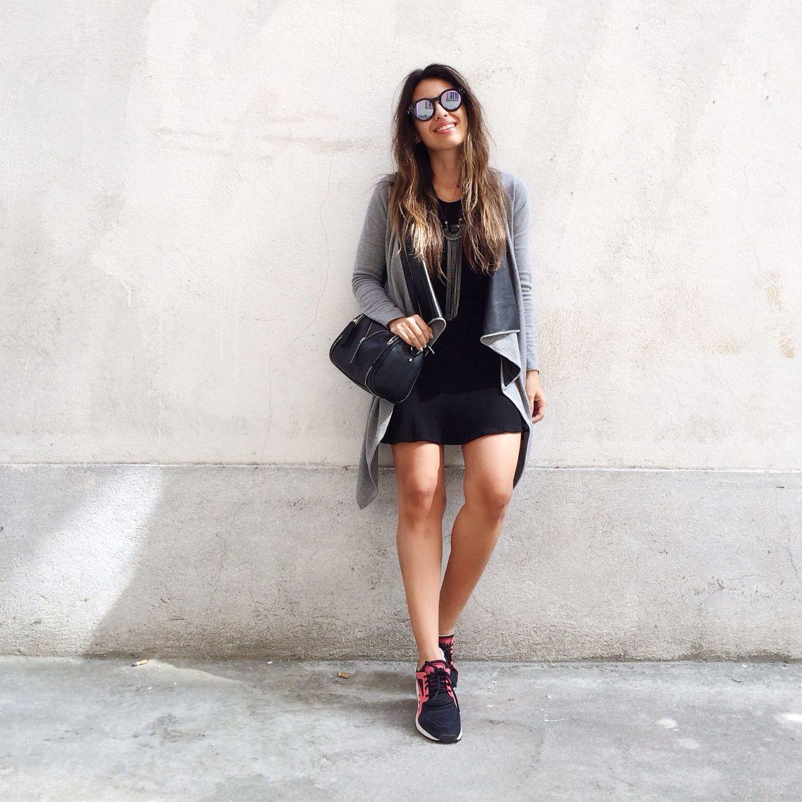 Resultado de imagem para vestido preto com tenis preto