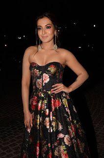 Catherine Tresa Hot Cleavage Show At 65th Jio Filmfare