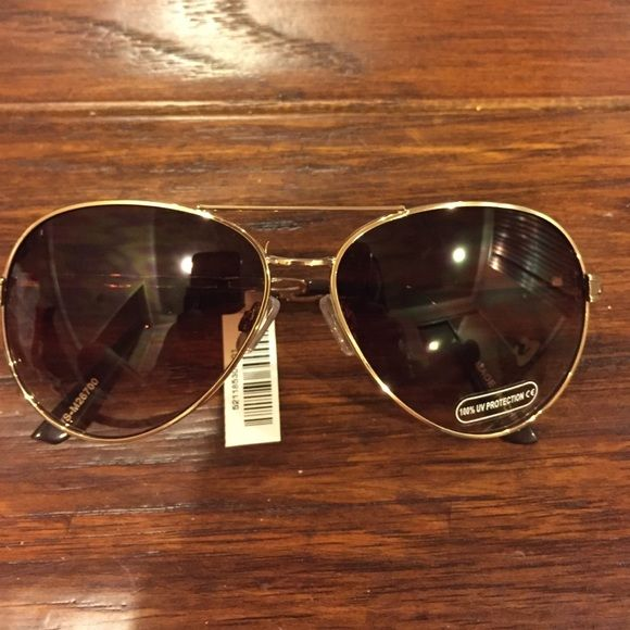NWT Aviator sunglasses Brand new with tags, never worn super cute aviator sunglasses. Make me an offer!!:) Accessories Glasses