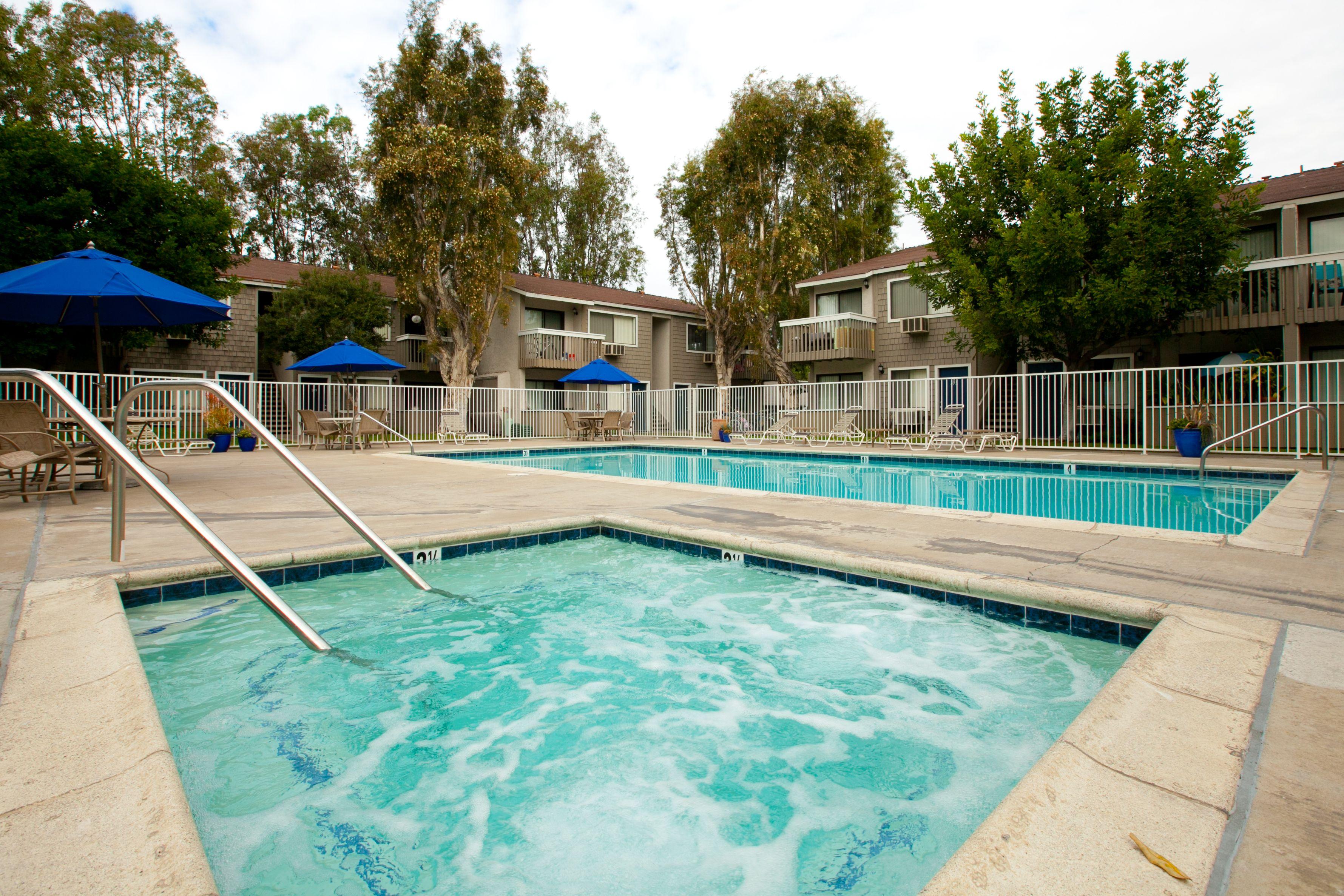 Woodland village costa mesa ca spacious studios 1 2 for Mesa swimming pool