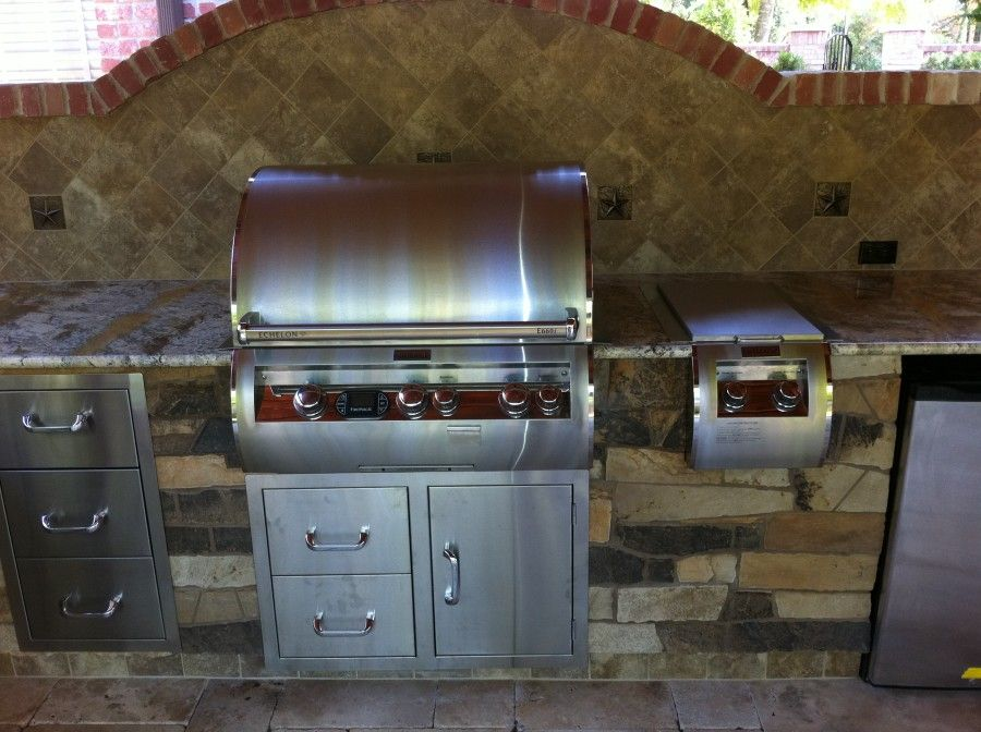Perfect Outdoor Kitchen With Built In Grill Cabinets Drawers Fridge Modern