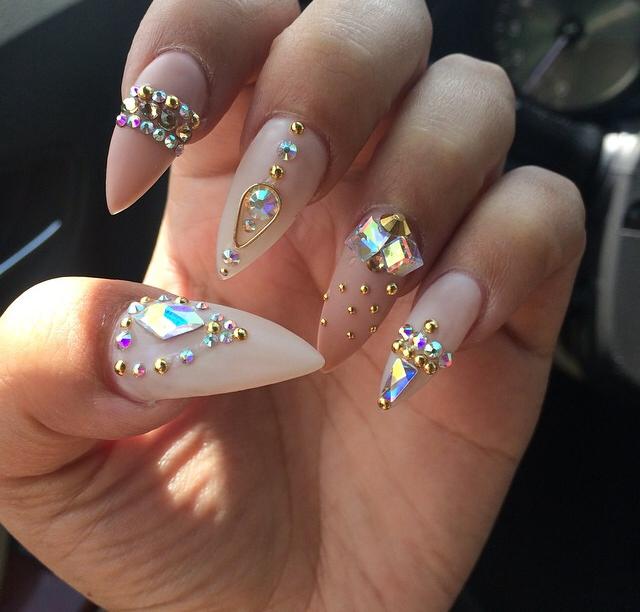 Nails for one laqu u as nails u as con piedras for Pedreria swarovski para unas