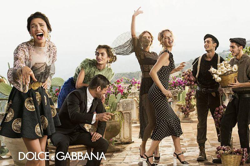 3b4da9dfab6eb Povo italiano inspira campanha da Dolce   Gabbana. Imagens foram feitas  pelo estilista da grife