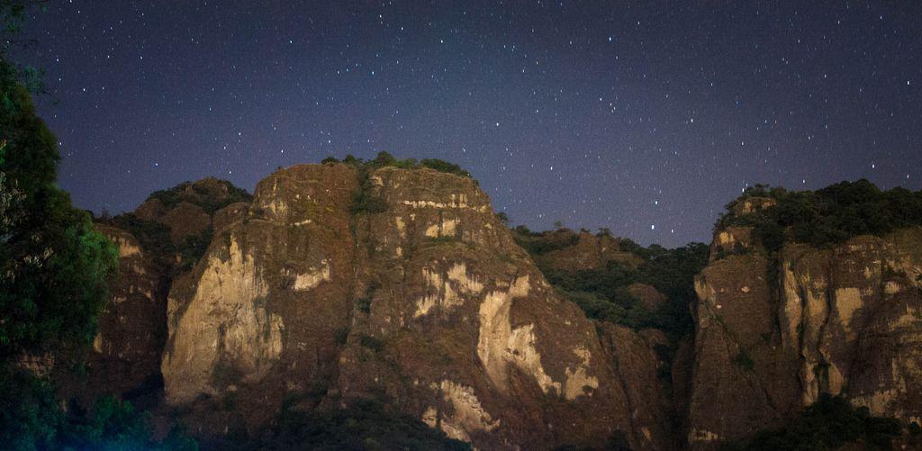 tepozotlan de noche.   Flickr - Photo Sharing!