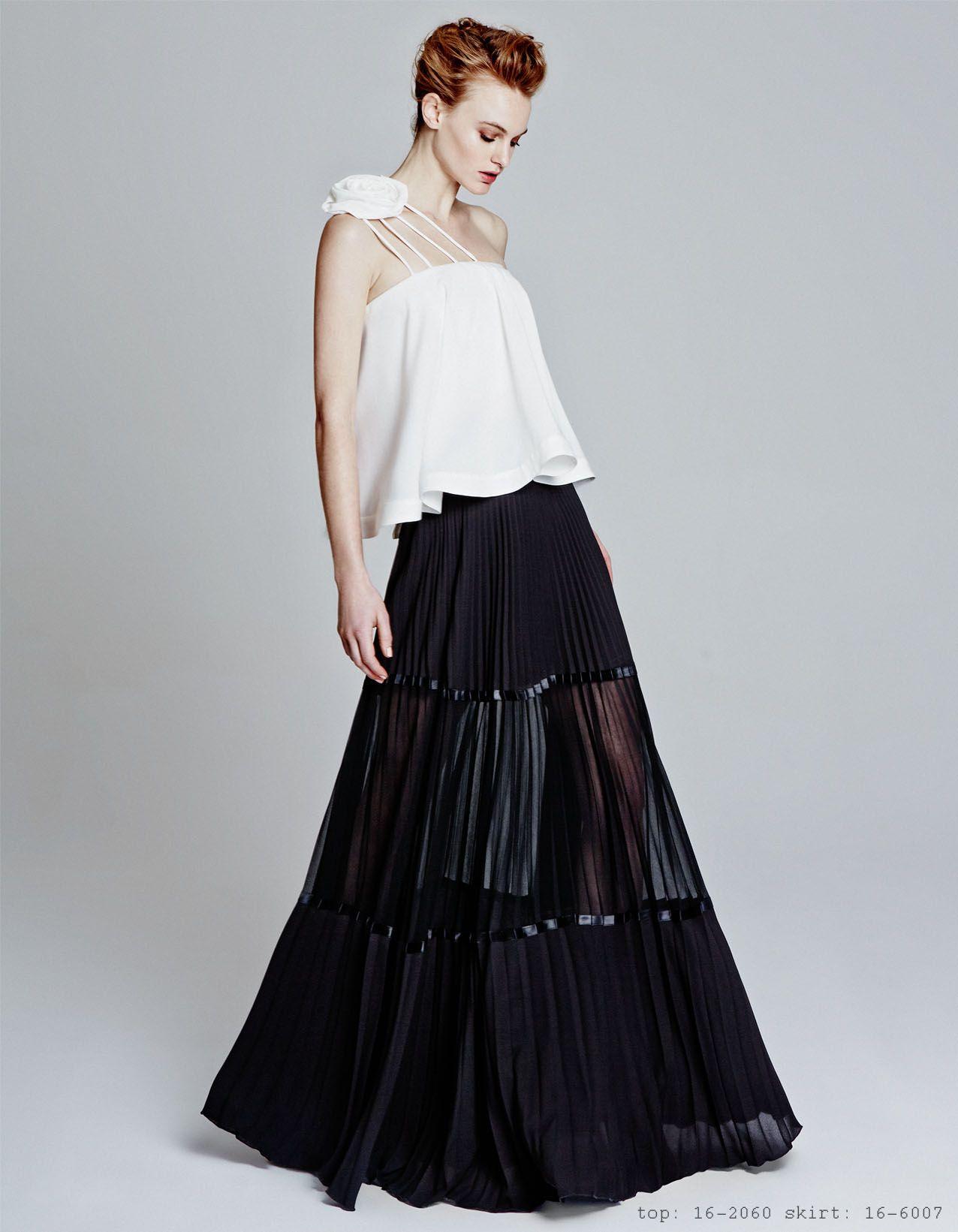 Long Plisse Skirt White Top With Flower Jeunes Chics Crateurs