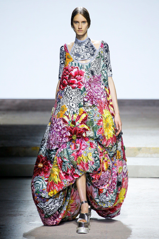 14ddb7f546df Mary Katrantzou Spring 2018 Ready-to-Wear Fashion Show   Fashion ...