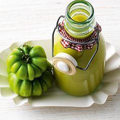Gartenbesitzer kennen das: Am Ende der Tomatensaison sind reichlich grüne Früchte übrig. Was tun damit? Zu Ketchup verarbeiten - so begeistern sie jed...