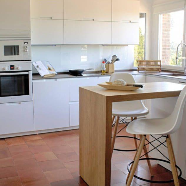 Cocinas modernas de Calizza Interiorismo | barra cocina mama ...