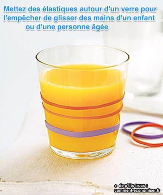 Mettere i bicchieri elastiche intorno per aiutare i bambini meglio tenere a portata di mano.