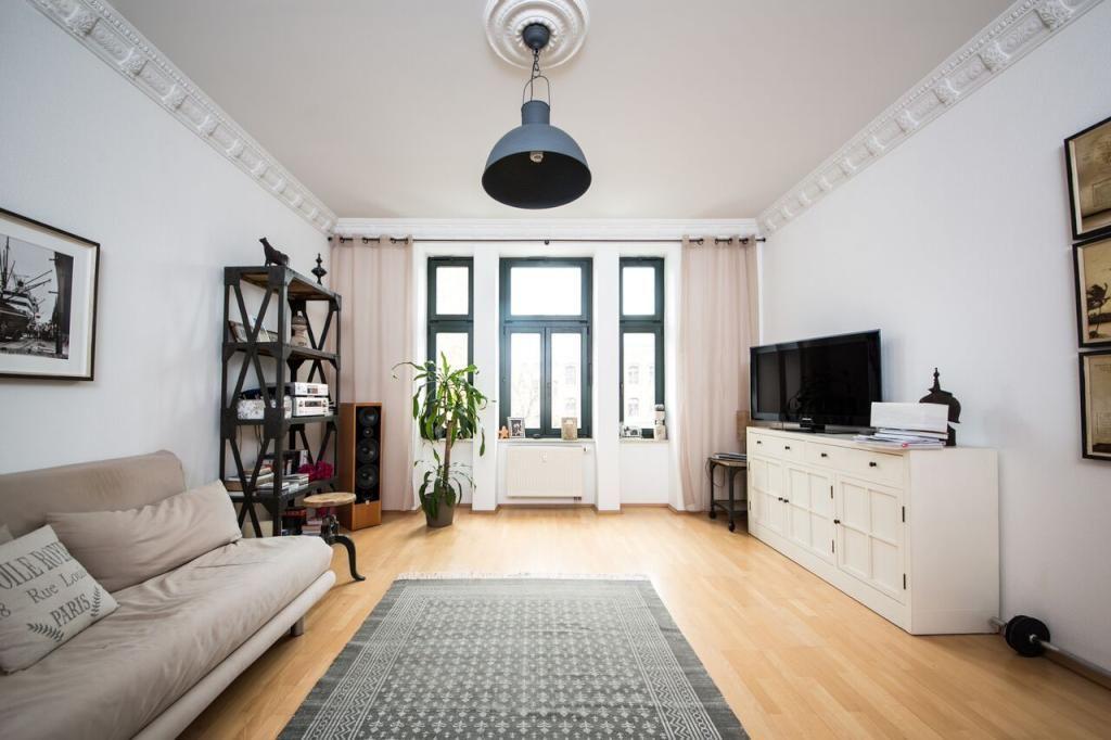 Wunderschönes Wohnzimmer mit Retro-Pendelleuchte. #Wohnzimmer ...