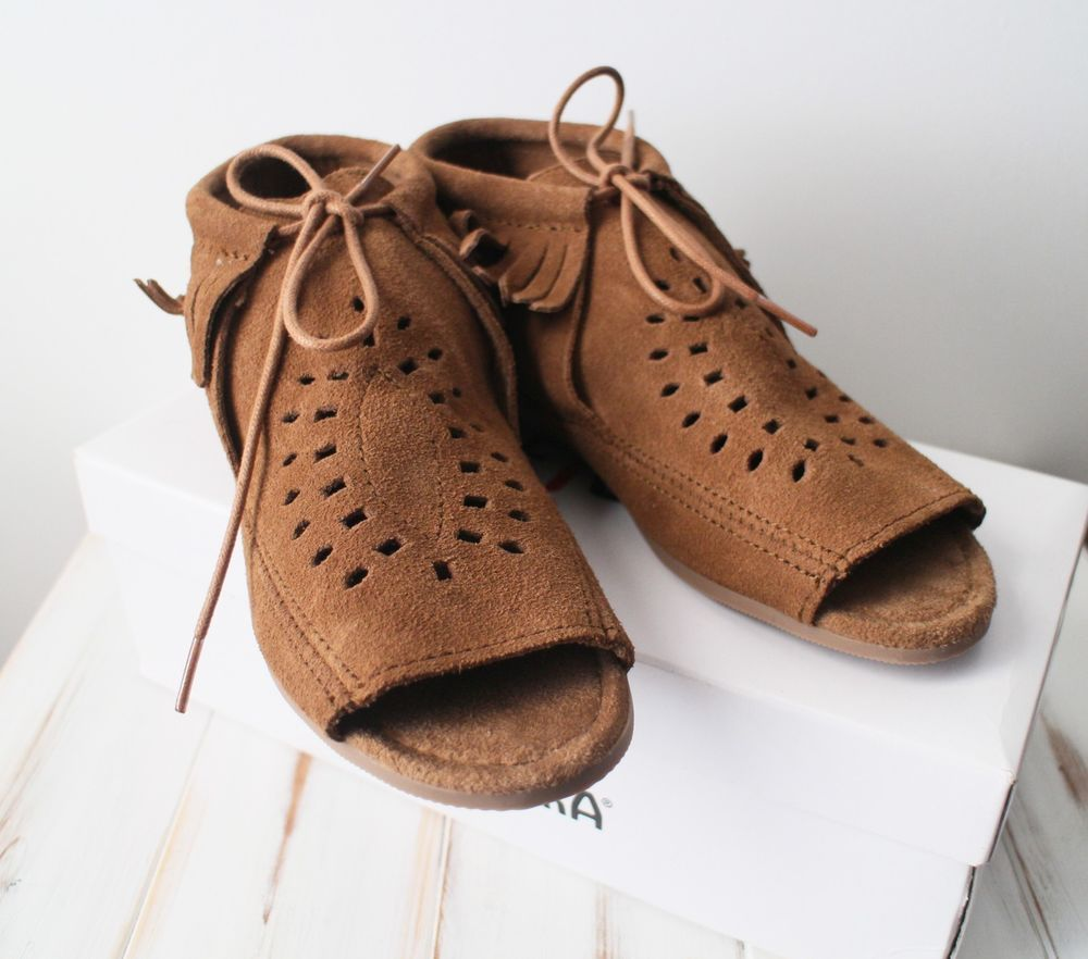 New with box sz 9 minnetonka womens lyra dusty brown peep toe cut out  moccasin