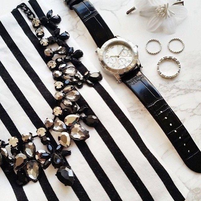 Vad har du fått i ditt påskägg?  #påsk #påskägg #smycken #accessoarer #svartvitt #klocka #inspiration #trendtips #myaccessorydiary #glitter #glittersverige