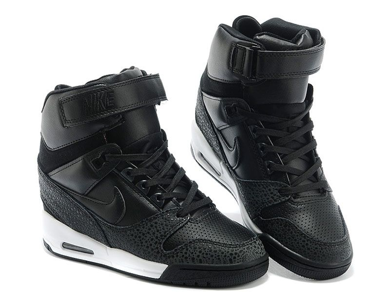 officiel nike air revolution sky hi gs chaussures montante nike pas cher pour femme noir blanc. Black Bedroom Furniture Sets. Home Design Ideas