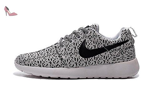 Nike Roshe One womens (USA 7) (UK 4.5) (EU 38) Chaussures