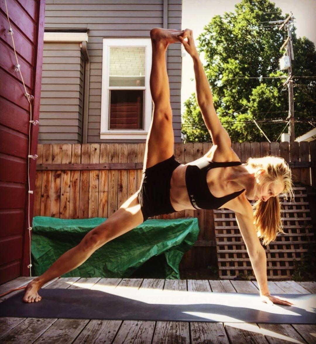 Backyard yoga sessions #yoga #sideplank #toegrab #stretch #practice #balance #breath #yogaposes #yog...