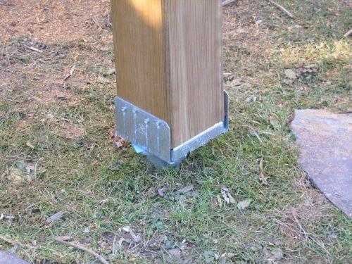 Platine spécial poteau de 14 X 14 cm sur le haut de la vis de