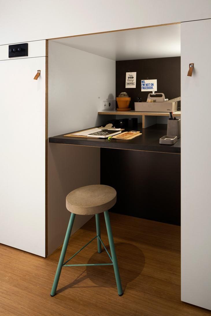Studien, die den Raum mit großem Einfallsreichtum ausnutzen   Haus