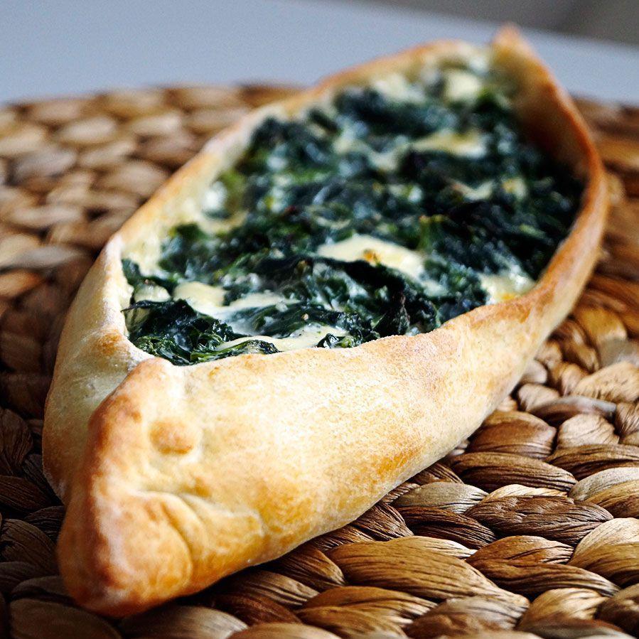 Pide mit Käse-Spinat-Füllung | Rezept | Türkische Küche, Türkisch ...