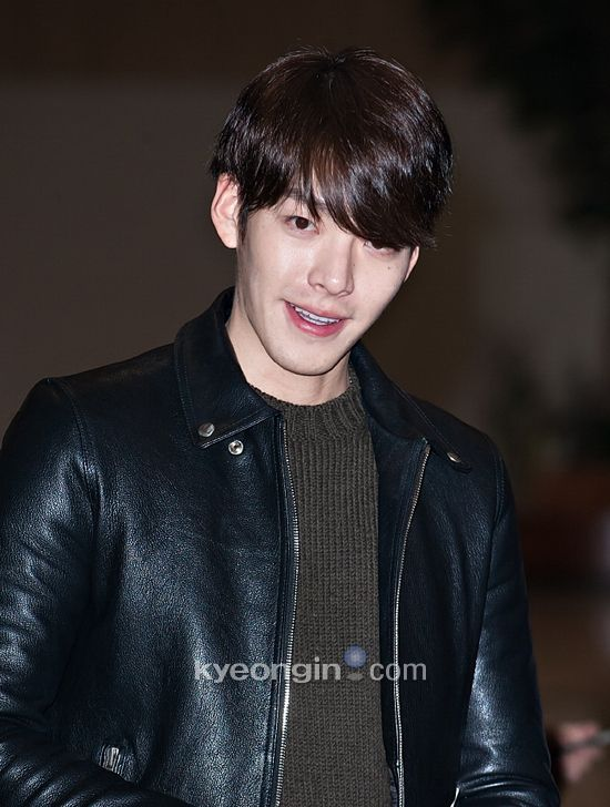 [kyeongin]14.12.11 Kim Woo Bin @ Gimpo Airport  heading to Japan