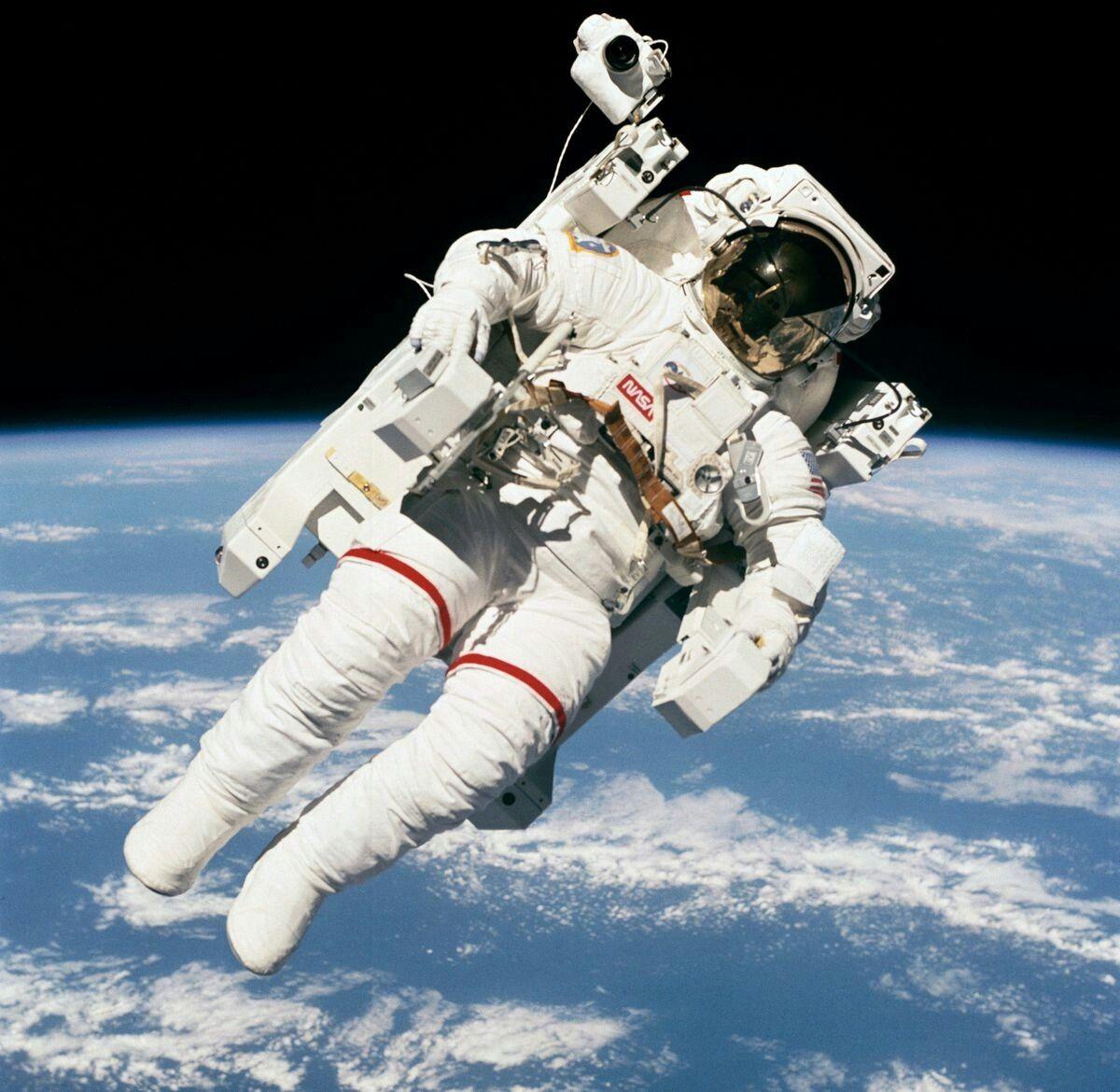 nasa space walk - HD1200×1170