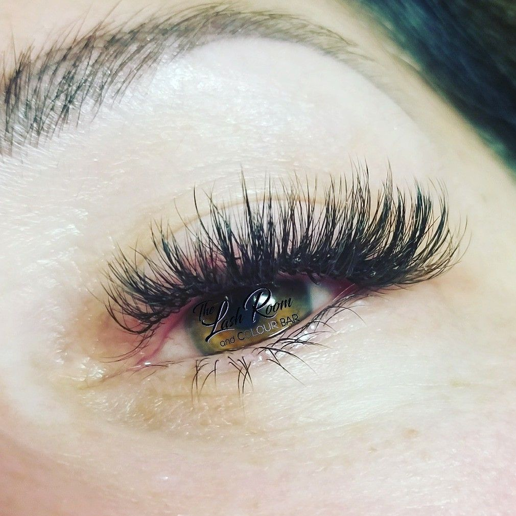 b8e067831b2 Volume Hybrid eyelash extensions Www.thelashroomandbrowbar.com #EyeLashes
