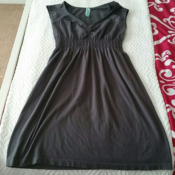 Gray dress Gray stretchy dress. Never worn. Gathering at the boob area. It says xs/s in size. Nothing wrong with it, just too short for my long body. I am 5'6. ;) JJ Authentic Dresses