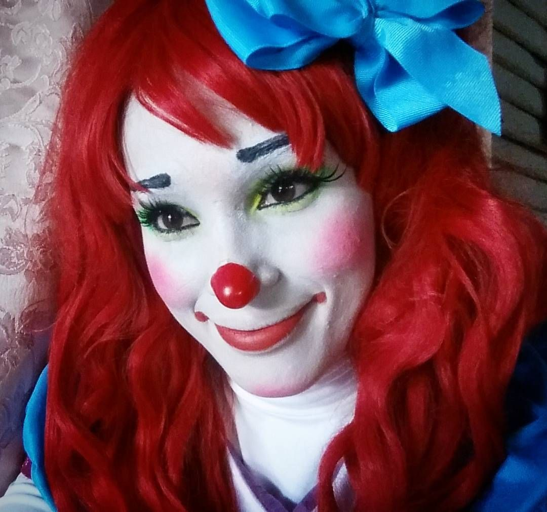 Clown Schminken Suess White Face Clown Baby In 2019 Clown Face Paint Clown Makeup