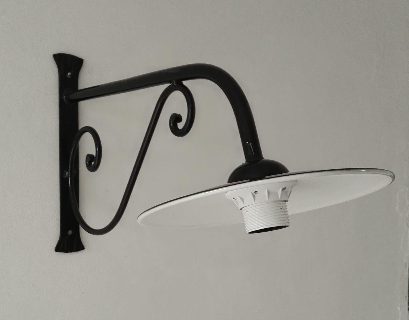 Lampada da parete esterno in ferro battuto con piatto smaltato