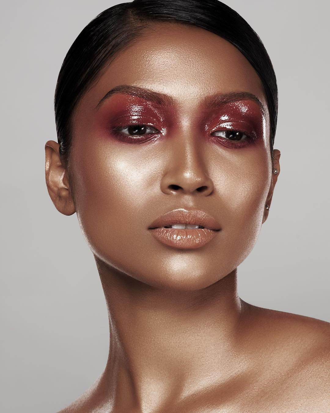 Glossy lids and glowing skin. x