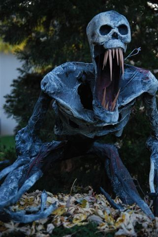 36 Scary and Torrible Halloween Yard Decoration Ideas DIY Pinterest