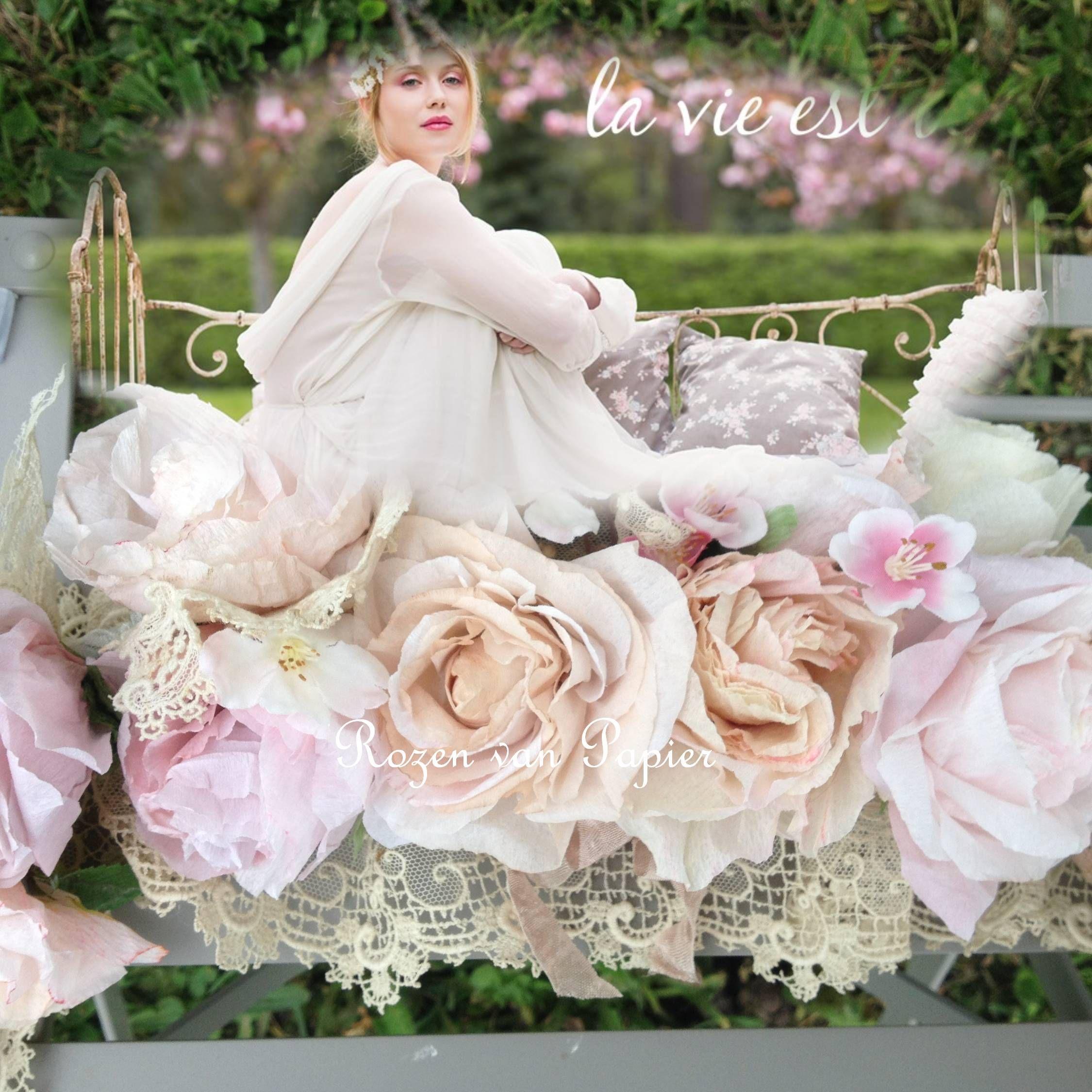 Guirlande de roses en papier