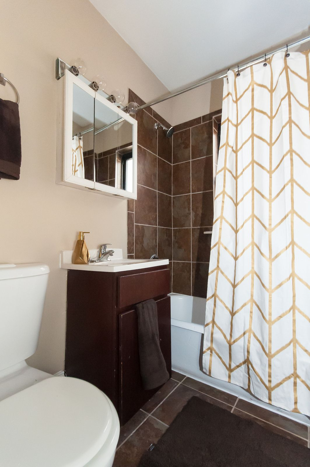 This Bathroom Looks Rich With The Dark Tile And Tan Walls